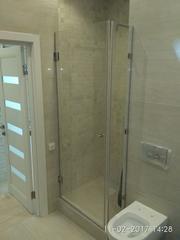 Душевой уголок в ванной из безопасного стекла